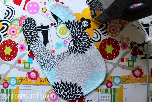Basic Bib Tutorial with Printable Template in Two Sizes   Auntieemscrafts.com