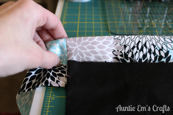 Basic Utility Apron Tutorial by AuntieEmsCrafts.com.