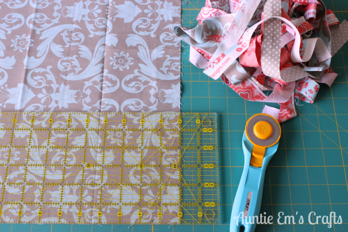Weekend Coin Quilt Tutorial by AuntieEmsCrafts.com