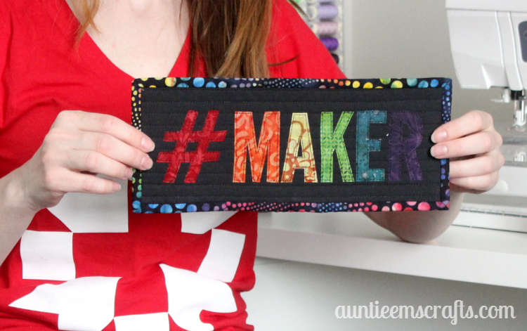Maker mini wall hanging/mini quilt/mug rug tutorial | AuntieEmsCrafts.com